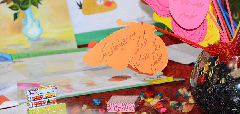 برگزاری نمایشگاه عرضه صنایع دستی و هنرهای تجمسی ایتام و زنان سرپرست خانوار در مجموعه فرهنگی ورزشی تلاش