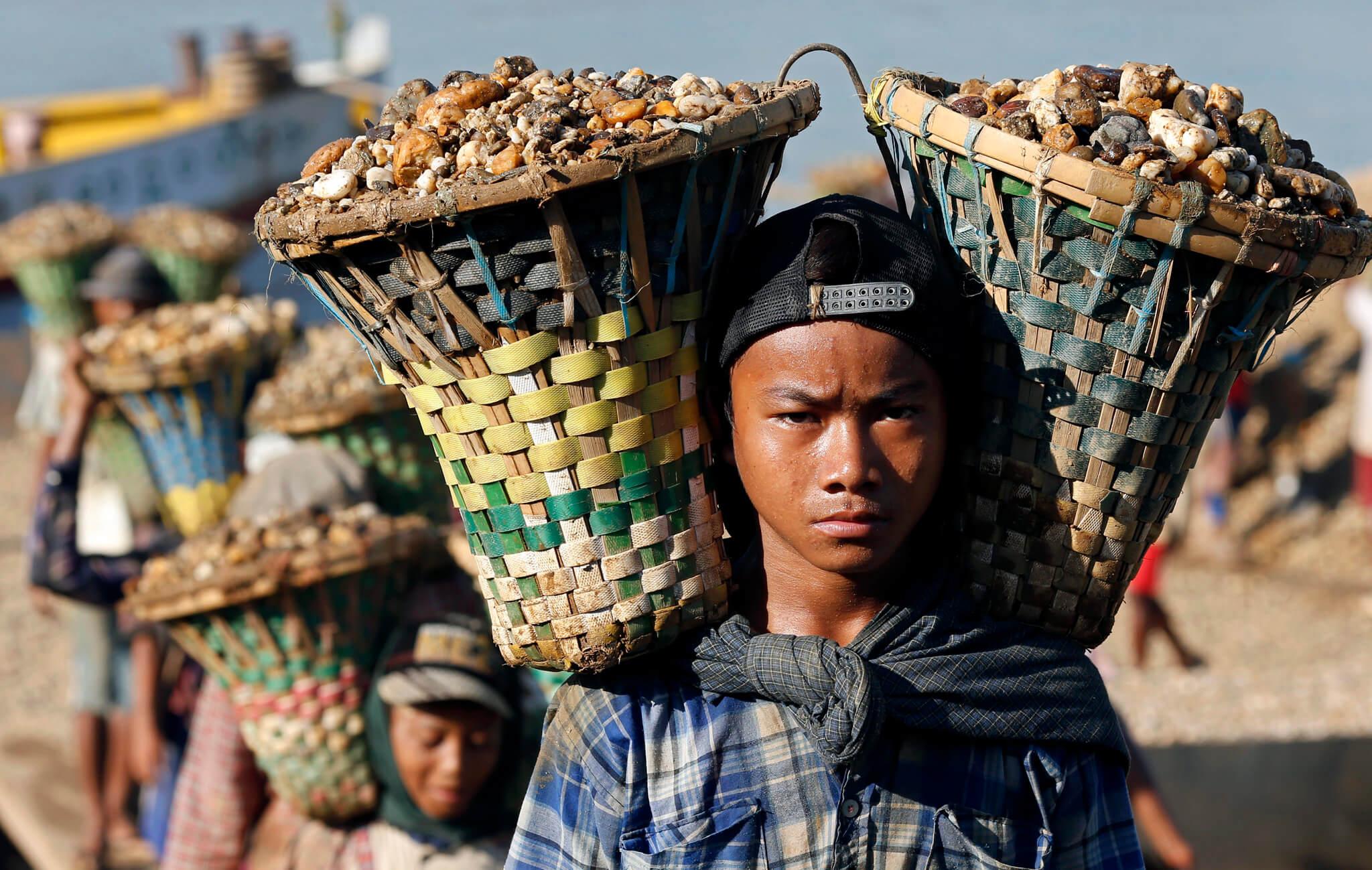 کمک به کودکان کار در میانمار
