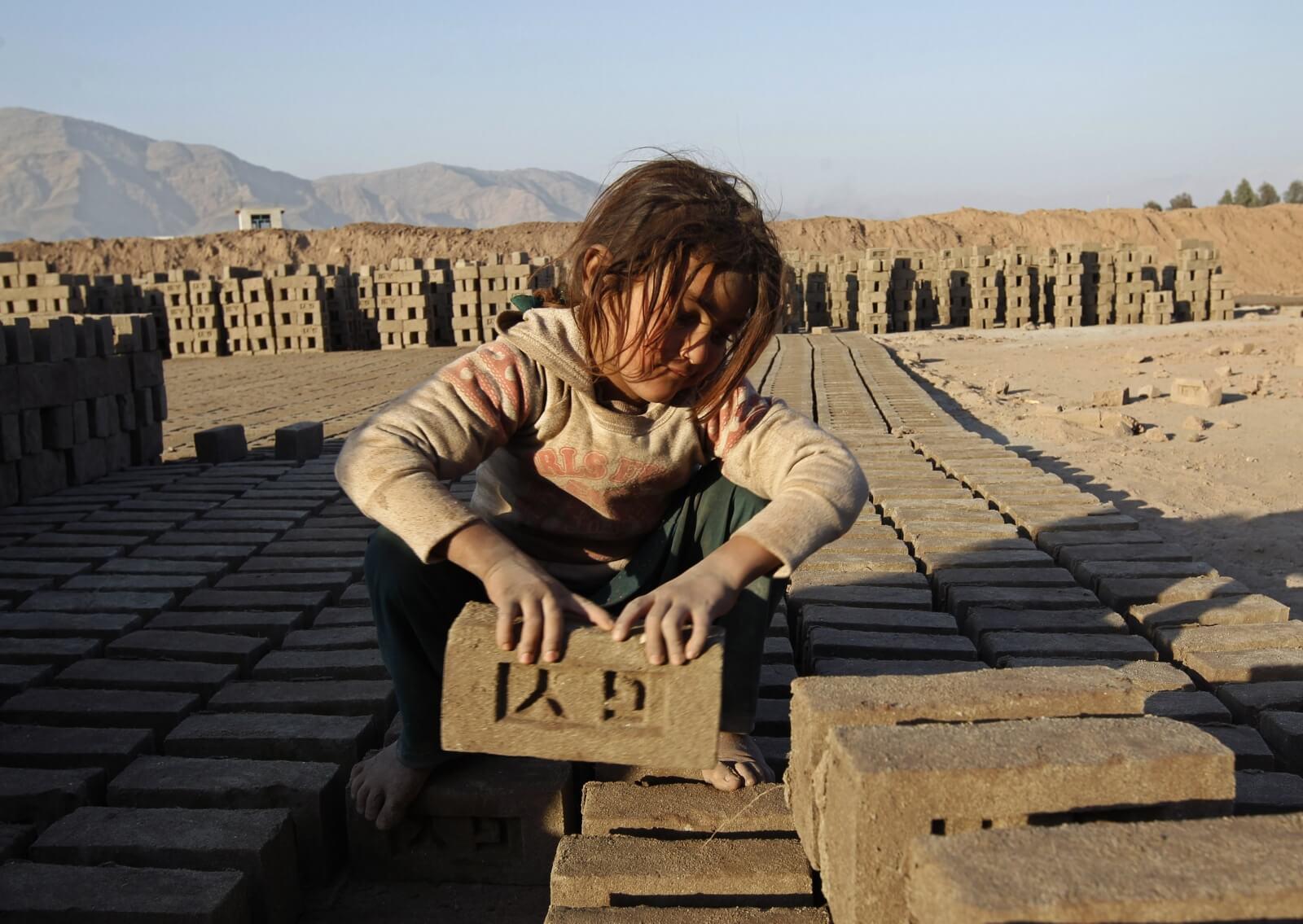 کمک به کودکان کار در افغانستان