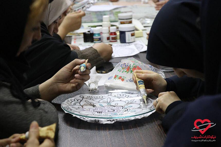 کارگاه آموزش هنر نقطه کوبی نیکوکاران شریف